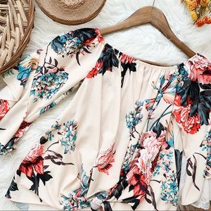 No Tag | Floral tie blouse size small
